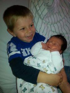 Jonas wird großer Bruder - der kleine Simon kommt auf die Welt